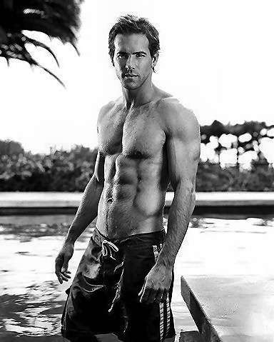 ryan-reynolds-in-hawaiian-swim-short-all-people-photo-u1